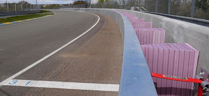Improved safety measures installed at the Porsche Curves