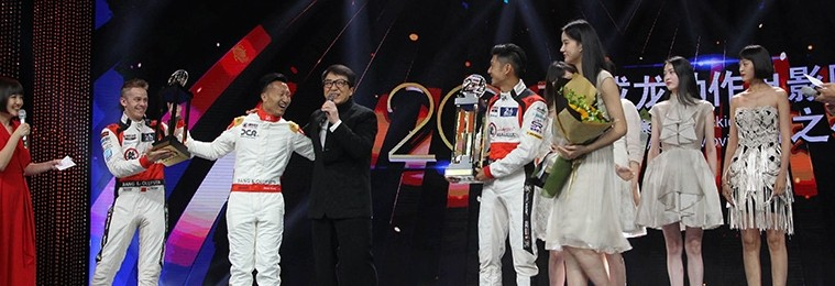 Jackie Chan lifts 24 Hours of Le Mans trophy!